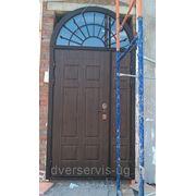 Двухстворчатые двери с арочной фрамугой фото