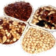 Фасовка орехов в корзины (ручная фасовка) в термоусадочной пленке фото
