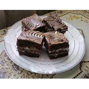 Двухслойные бисквитные пирожные фото