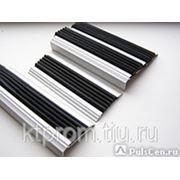 Профиль плоский алюминиевый с резиновой вставкой для ступеней фото