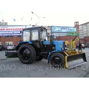 Машина коммунальная Трактор МТЗ + бульдозерный поворотный отвал ОБ-04 + щетка фото