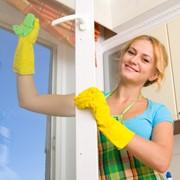 Мытье окон и фасадов зданий. фото