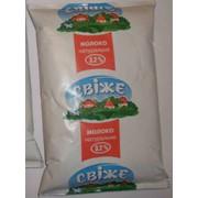Молоко коровье, питьевое, ультрапастеризованное жирность 3,2% фасованное в пакетах по 900г. фото