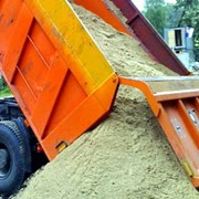 Доставка песка мелкого и крупного, дресва, щебня, грунта. фото