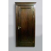Дверь темно-коричневая фото