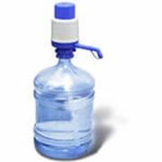 Механическая помпа для розлива питьевой воды фото