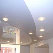 Натяжной потолок глянцевый (лаковый) фото