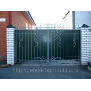 Ворота кованые закрытые листом. фото