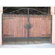 Ворота Кованные с деревом фото
