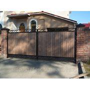 Ворота деревянные с коваными элиментами под старену. фото
