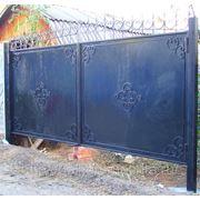 Ворота металлические с коваными элементами «утопленные» фото