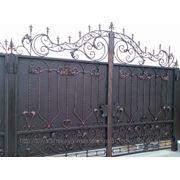 Ворота металлические с коваными элементами зашитые фото