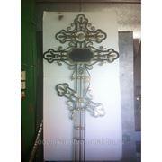 Кованый крест на кладбище 2 фото