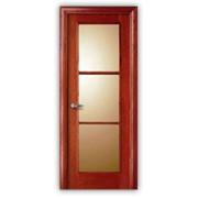 Дверь из натурального дерева фото