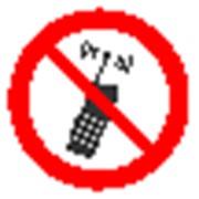 Запрещающий знак, код P 18 запрещается пользоваться мобильным телефоном или переносной рацией фото