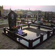 Гранитные ограды на могилу на кладбище для памятника фото