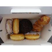 Коробки. Картонные коробки для пончиков фото