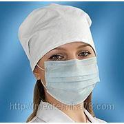 Медицинские маски трехслойные на резинках фото