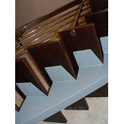 Косоуры для лестниц с деревянными ступенями. фото