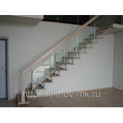 Лестница на больцах со стеклом фото