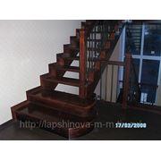 Лестница с ковкой, бук, подиумная ступень фото