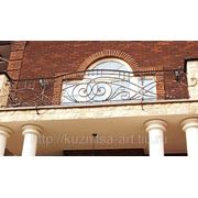 Балкон с коваными ограждениями фото