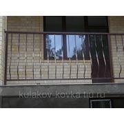 Балкон с гнутыми балясинами фото