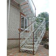 Наружная кованая лестница фото