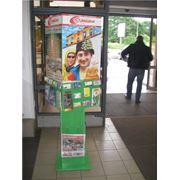 размещение визиток на рекламной стойке фото