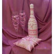 декорирование шампанского свадебных бокалов свечей сундучков для денег подушечек для колец подвязок корзинок для лепестков роз свадебного альбома книги пожеланий веера и зонтика для фотосессии фото