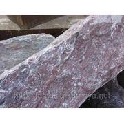 Глыба (15-30 кг) каменная мраморная вишневый с белыми прожилками. фото