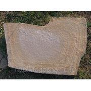 Дикий камень рыже-коричневый с разводами, для облицовки и мощения. фото