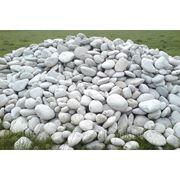 Валун белый плоский для альпийской горки, пруда, рокария, сада камней. фото