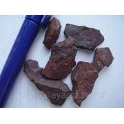 Декоративный природный камень-яшма сургучная кусковая фото