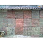 Плитка из камня песчаник серо-коричневый брусчатка колотая галтованная фото
