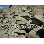 Бутовый камень серо-зеленый ландшафтный для подпорных стен фото