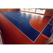 Укладка профессиональных спортивных покрытий для закрытых площадок фото