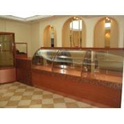 Выставочные витрины (стеллажи и прилавки) фото