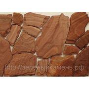 Песчаник терракотово-красный с разводами под дерево.(Ростов) фото
