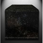 Бордюр гранитный полированный c 3-сторон из лабрадора фото
