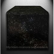 Поребрик гранитный полированный c 3-сторон из лабрадора фото