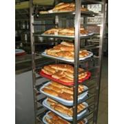 Оборудование для выпечки хлеба, тележки для выпечки. фото