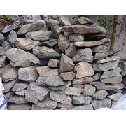 Декоративный природный камень- бутовый зеленый (горная порода) фото