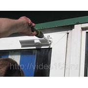 Монтаж дверных доводчиков фото