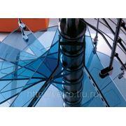 Лестничные ступени из цветного стекла фото