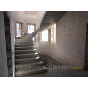 Строительство монолитных бетонных лестниц фото