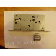 Ремонт врезного замка в металлической двери при поломке защелки фото