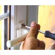 Ремонт установка замена дверной и оконной фурнитуры фото