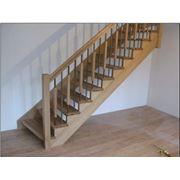 Деревянные лестницы на косоурах фото