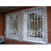 Кованые решетки на окна с выносом от оена. фото